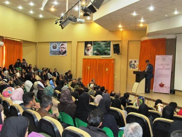 همایش اصول و مبانی کارآفرینی و بازاریابی در صنایع دستی برگزار گردید