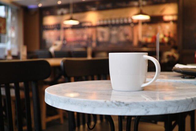 در کافه ها فضا می فروشند، نه غذا