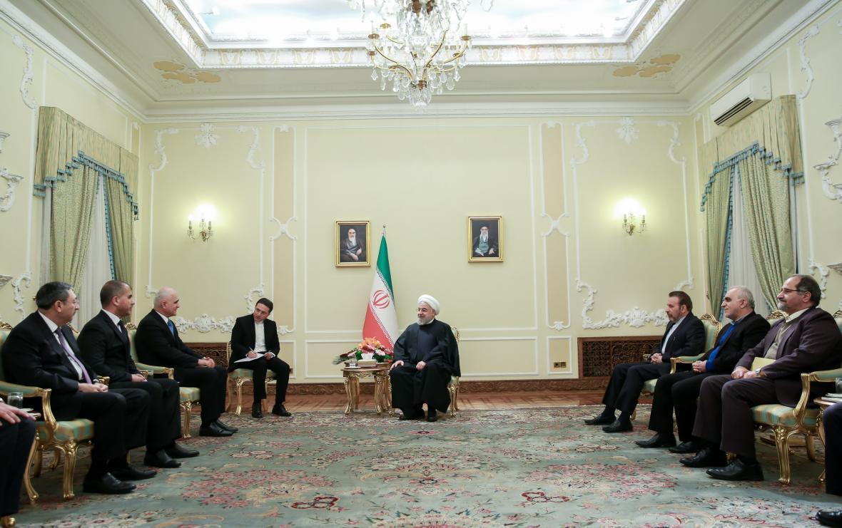 ایران استخراج نفت در دریای خزر را با جدیت پیگیری می نماید، تاکید بر ضرورت اجرای کامل و هر چه سریع تر طرحهای مشترک