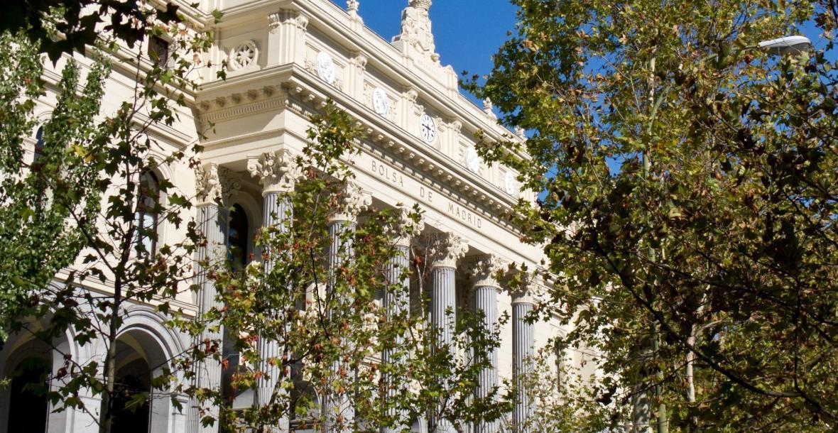 قیمت اجاره آپارتمان در اسپانیا چند است؟ یک پرس غذا در یک رستوران گران قیمت چند یورو آب می خورد؟