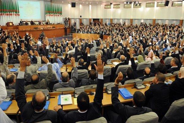 فرانسه باید رسما به استعمارگری و جنایت علیه الجزایر اذعان کند