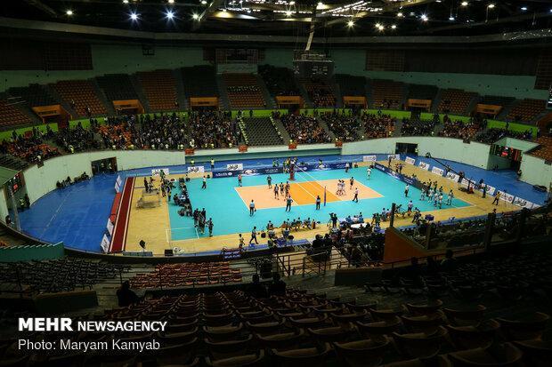 پیمان اکبری تیم والیبال پیکان را محکوم کرد