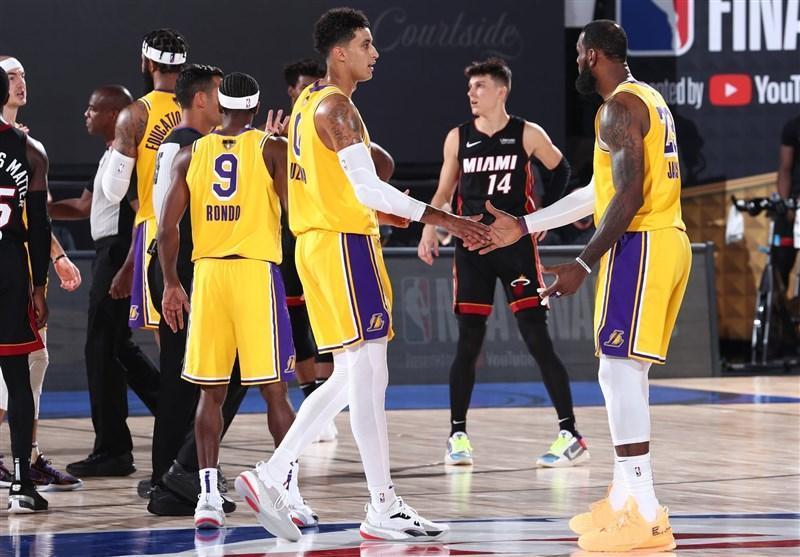 فینال لیگ NBA، لیکرز با پیراهنی که برایانت طراحی نموده به میدان می رود