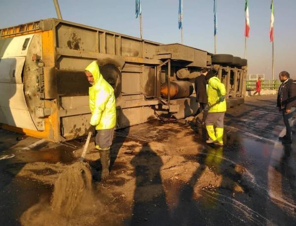 واژگونی یک دستگاه تریلر در بزرگراه آزادگان تهران