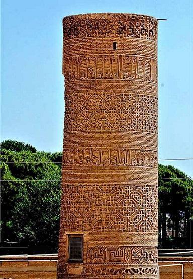 معماری چشم نواز مسجد جامع ساوه با منار سلجوقی