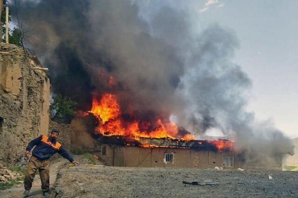 خسارت 80 تا 100 درصدی منازل آسیب دیده در آتش سوزی روستای زشک، عملیات کاوش تا فردا ادامه دارد